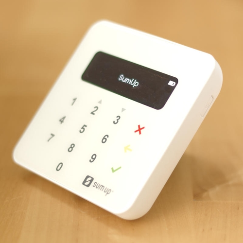 SumUp Air ist ein kleines und preiswertes Kreditkartenlesegerät.